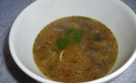 Žampiónová polévka s hlívou a mrkví