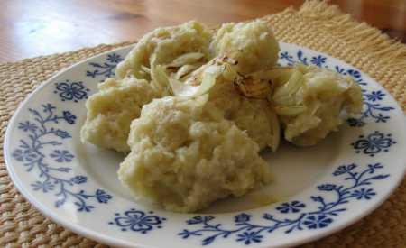 Chlupaté knedlíky ze syrových brambor