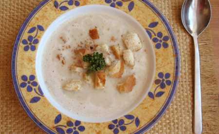 Celerová polévka s kyselou smetanou