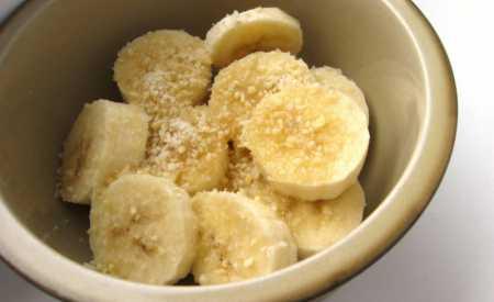 Banánový salát s mandlemi