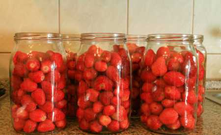 Zavařené jahody ve vlastní šťávě