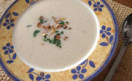 Květáková polévka s jogurtem