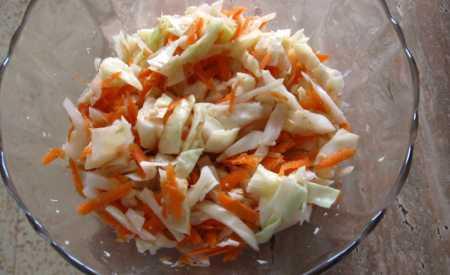 Salát z bílého zelí