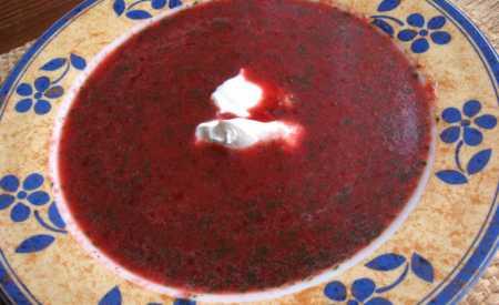 Z červené řepy boršč