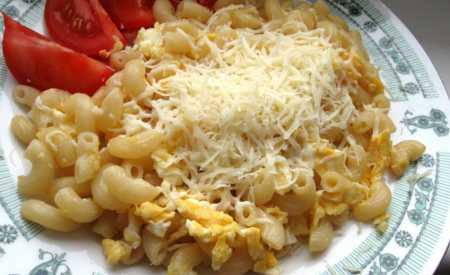 Těstoviny s vejci a sýrem
