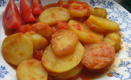 Brambory dušené na rajčatech