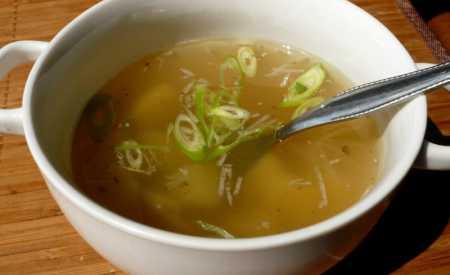 Česneková polévka s bramborami