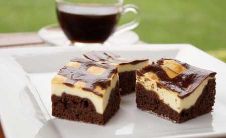 Kakaový koláč s tvarohovou náplní
