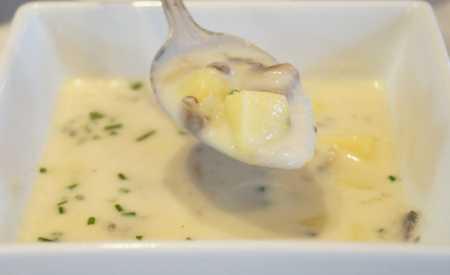 Krémová žampionová polévka s bramborami