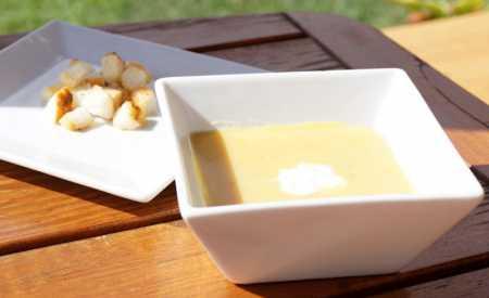 Hrachová polévka s majoránkou