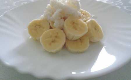 Banánový salát s kokosem