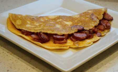 Vaječná omeleta s klobásou