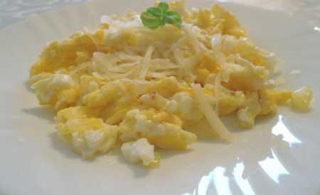 Míchaná vejce se sýrem