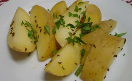 Nové brambory vařené
