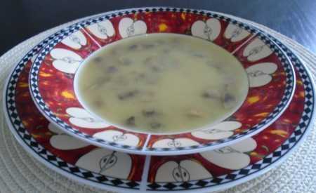 Hrášková polévka s houbami