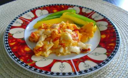 Vejce s rajčaty a sýrem