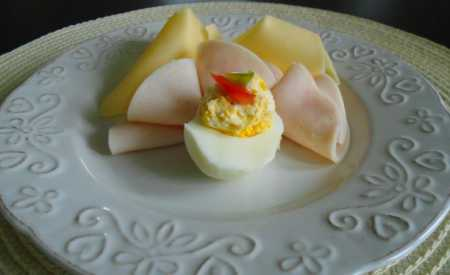 Plněná vejce se sýrem