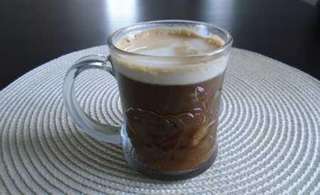 Světle hnědá káva