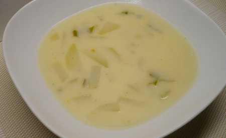 Mléčná kedlubnová polévka