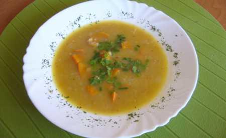 Polévka z červené čočky a dýně