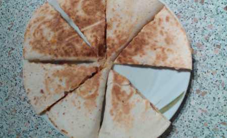 Quesadilla s kuřecím masem a sýrem