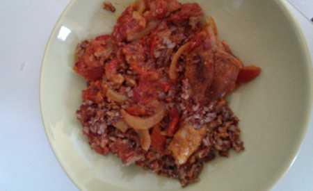 Kuřecí s hnědou rýží na leču