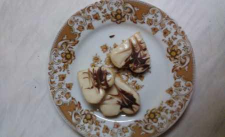 Zdobená čokoládová srdíčka s krémem