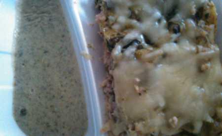 Lasagne s kuřecím masem , špenátem a smetanou se sýrem