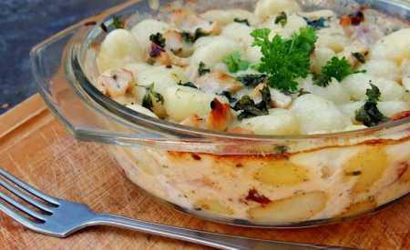 Gnocchi s třemi druhy sýra a kuřecím masem