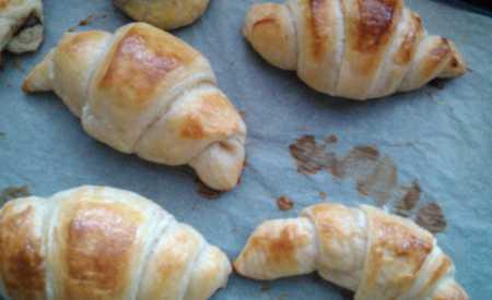 Croissanty – čokoládové a se šunkou a sýrem
