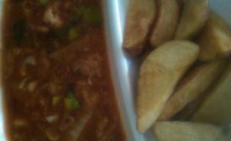 Pikantní kuřecí a vepřová směs s kapií, pórkem, čínským zelím, americký brambor