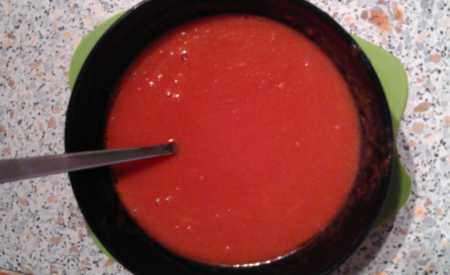 Rajčatové sugo neboli rajčatový základ na pizzu