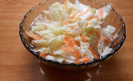 Salát z čínského zelí s mrkví