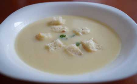 Květáková krémová polévka s česnekem