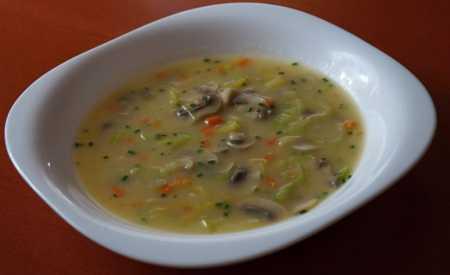 Žampiónová polévka s pórkem