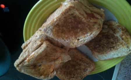 Toasty s rybízovým džemem a tvarohem