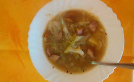 Zelná polévka s bramborami