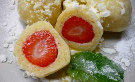 Tvarohové knedlíky s čerstvými jahodami