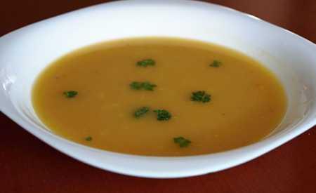 Hrachová polévka s celerem