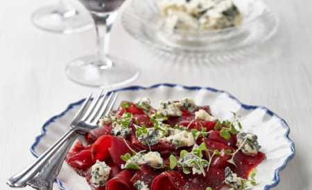 Carpacio z červené řepy s modrým sýrem Saint Agur