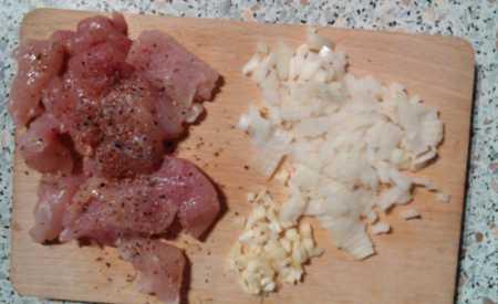 Těstoviny se šunkou, hráškem a kukuřicí
