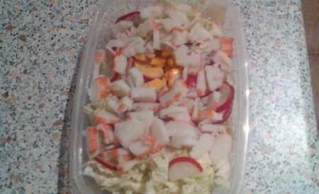 Zeleninový salát s krabími tyčinkami II
