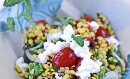 Plněný lilek s čočkovým salátem