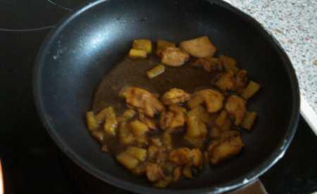Kuřecí maso s ananasem na kari II