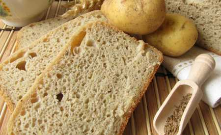 Bramborový chleba z domácí pekárny