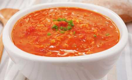 Čočková polévka a rajčaty