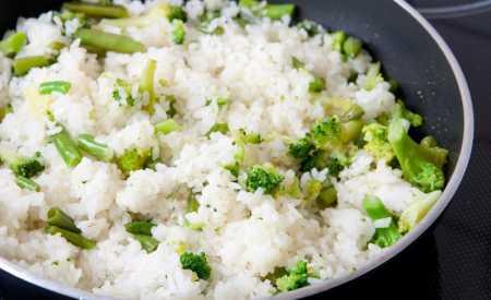 Dušená rýže s brokolicí