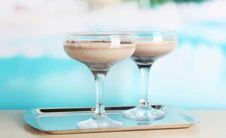 Horký koktejl z bílé čokolády