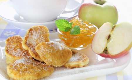 Jablka v sezamovém těstíčku