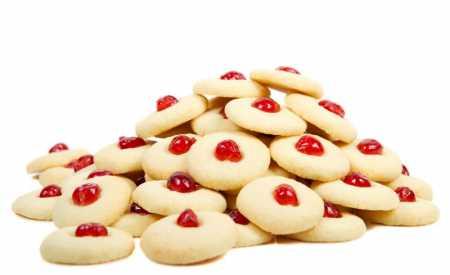 Jemné cookies zdobené třešní
